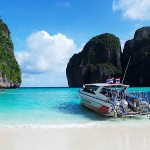 Speed boats a Phi Phi Island