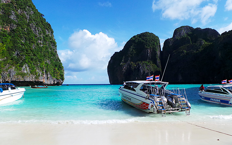 Speed boats at Phi Phi Island