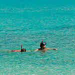Excursion Snorkeling avec maque et tuba dans la mer bleue d'Andaman