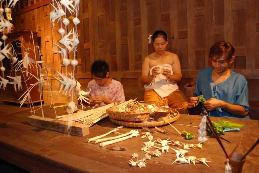 Siam Niramit Thai Village - Craft