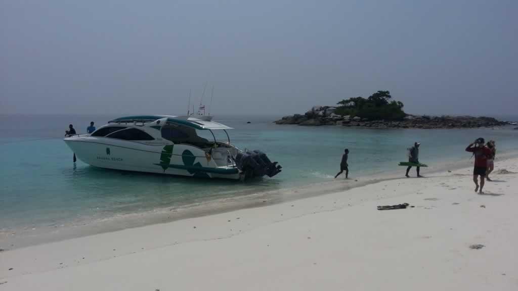 Raya Noi Island - Landing at Twin Beaches