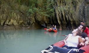 James Bond Insel mit dem Schnellboot