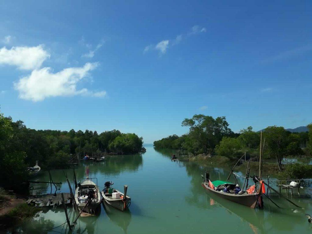 Lokaler Longtail Hafen in Koh Yao Noi