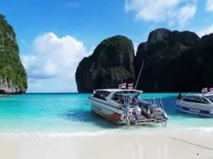 Phuket Island Hopping - Speed-boats-at-Phi-Phi-Island