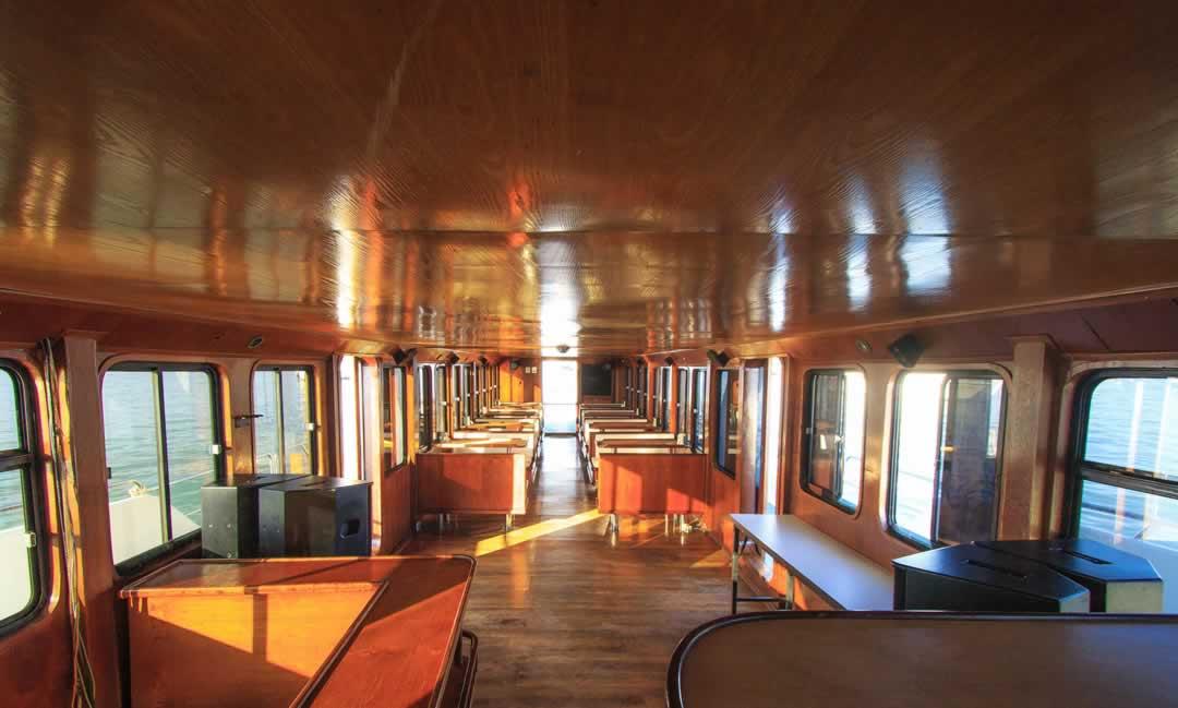 MV Chandra Cruises Salon
